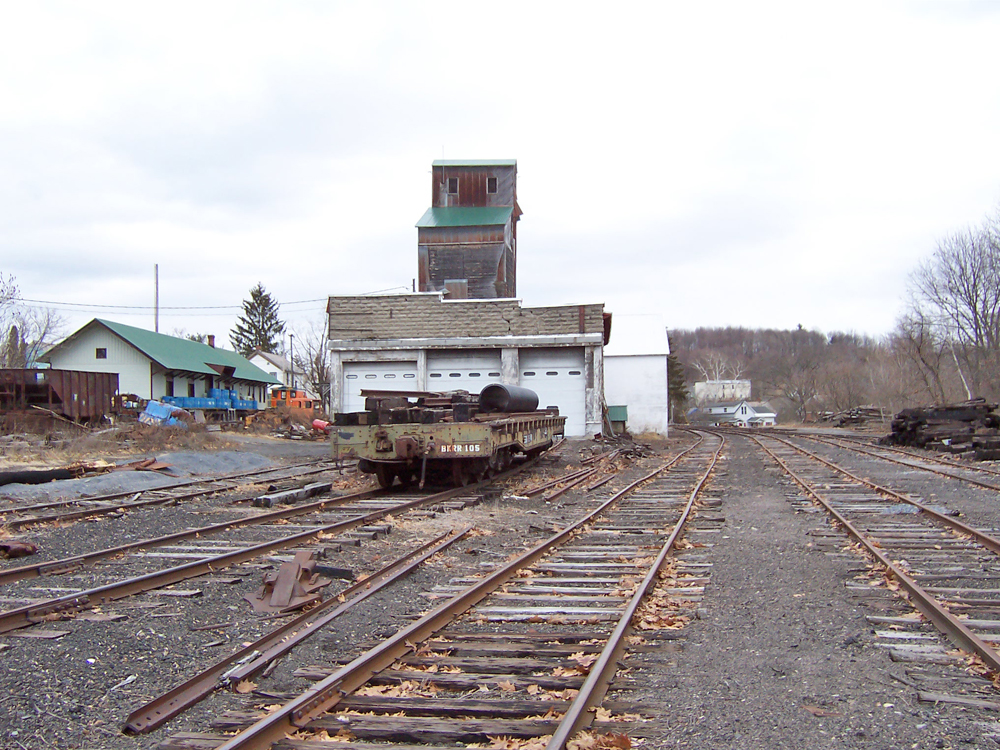 Greenwich NY on kunstler.com - abandoned rail yard