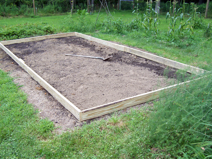 Garden_2013_hoophouse2