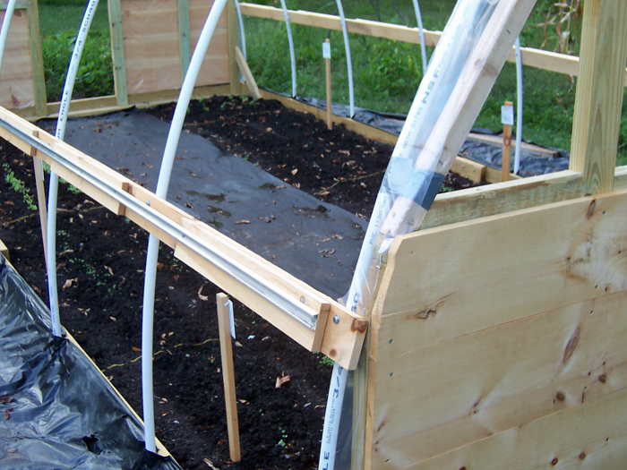 Hoophouse_wiggle install